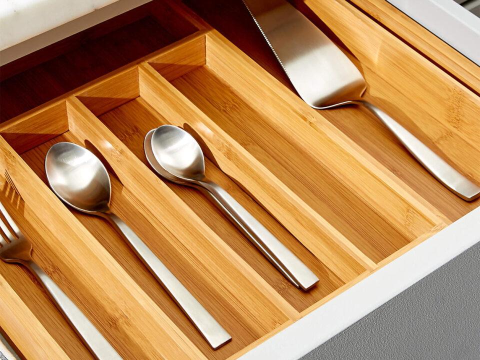 expandable-bamboo-flatware-tray